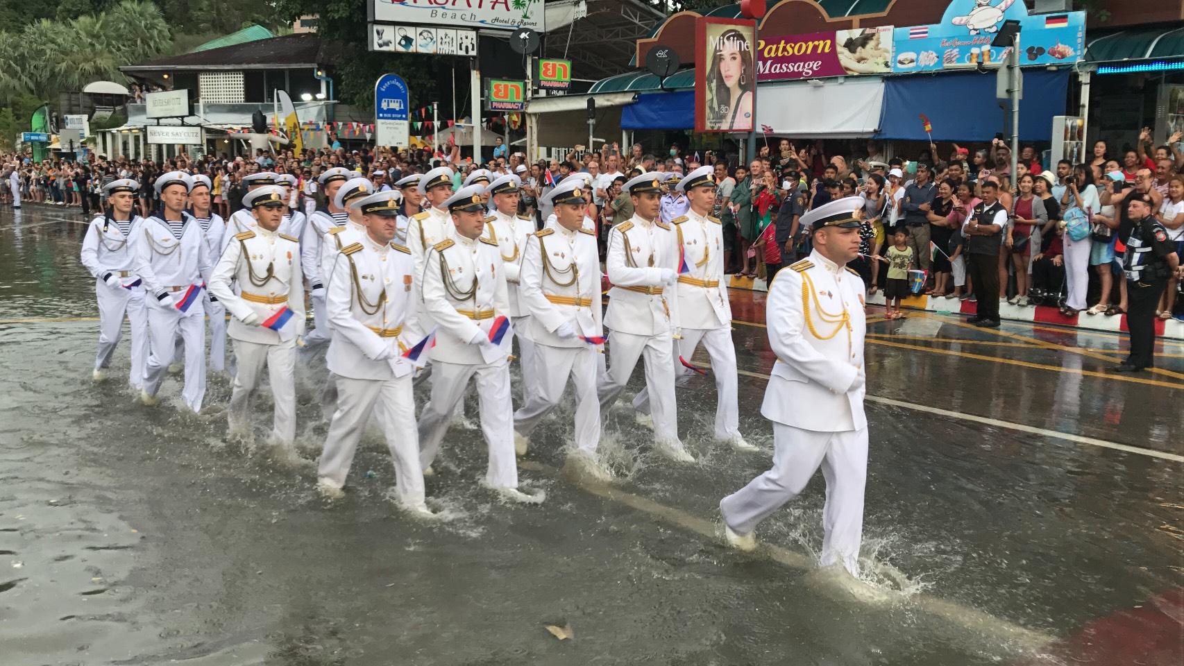 Российские военные моряки победили тайскую стихию