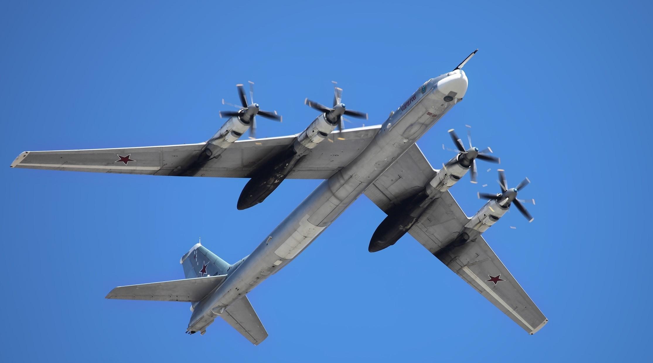 Ту-95 встретились с истребителями F-22 у берегов Аляски