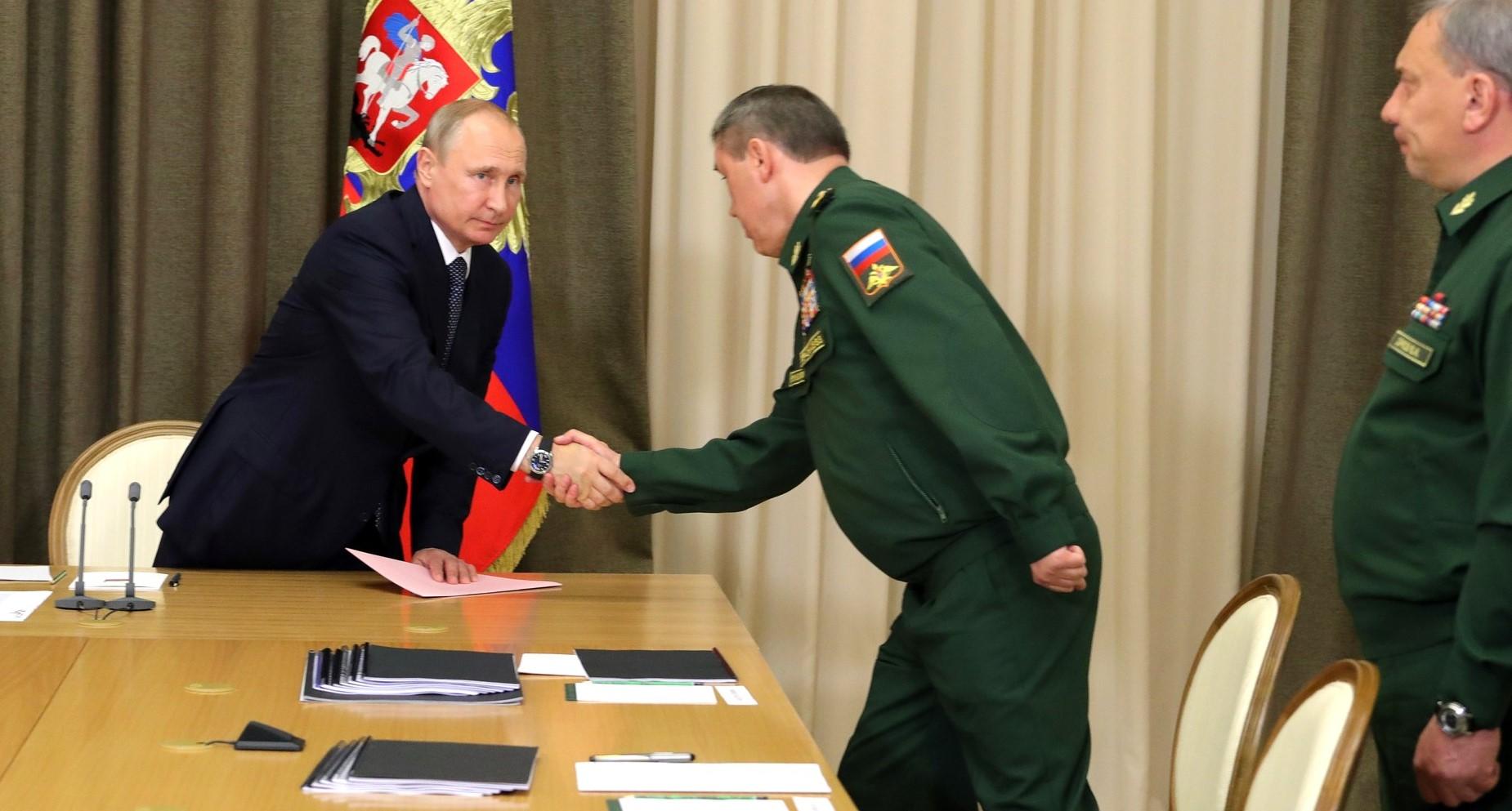 Владимир Путин назвал приоритеты развития вооруженных сил (видео)