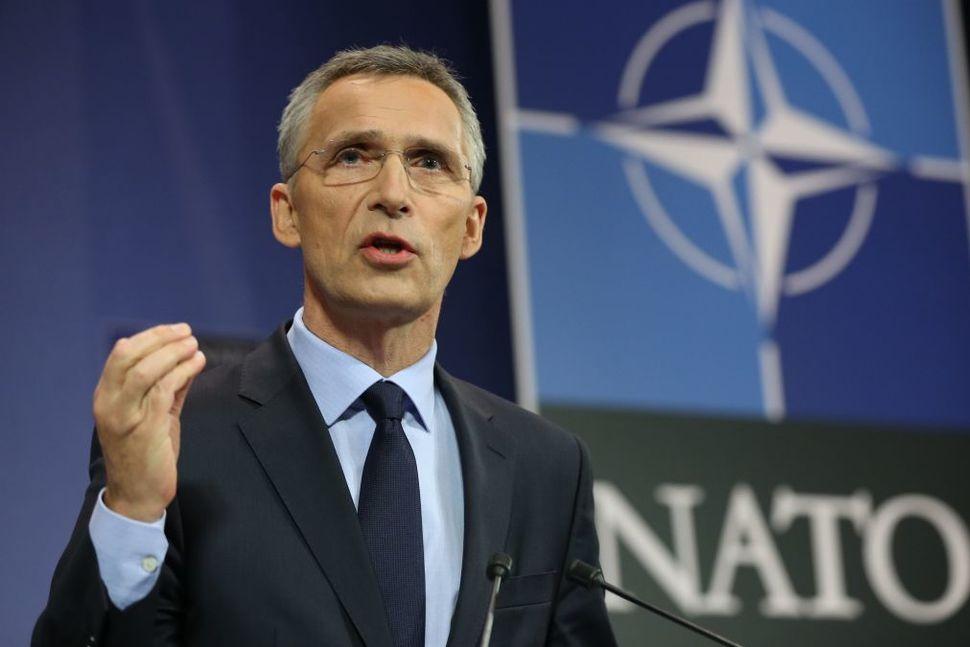 Генсек НАТО заявил о поиске путей диалога с Россией