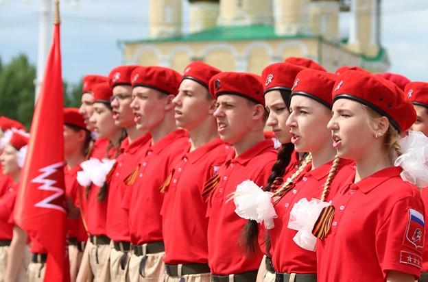 300 воронежских школьников вступили в ряды «Юнармии»