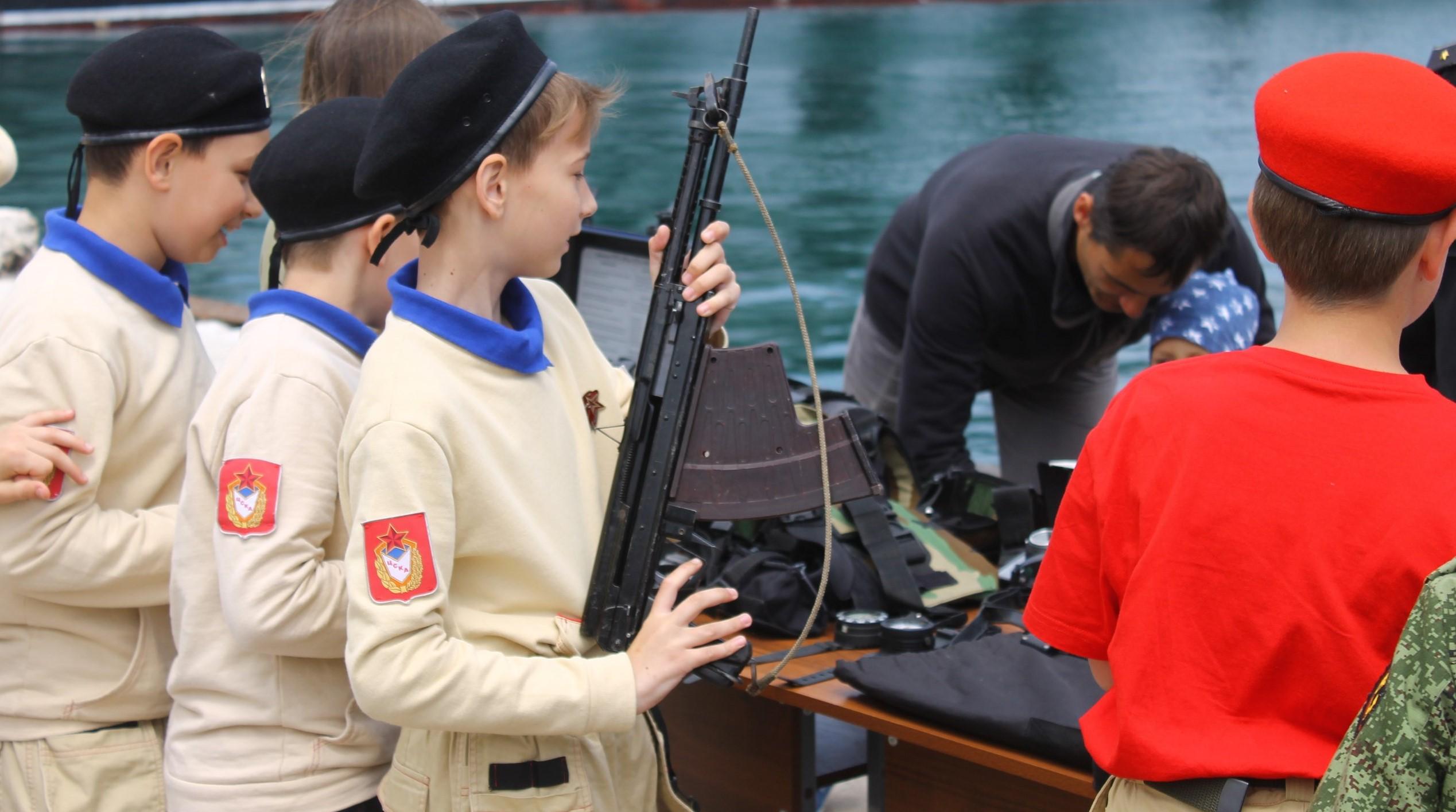 Около 500 школьников вступили в «Юнармию» в Севастополе