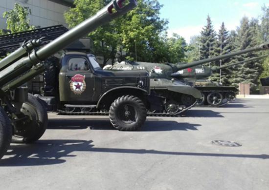 Легендарные Т-34 и «Катюша» появились на улицах Казани
