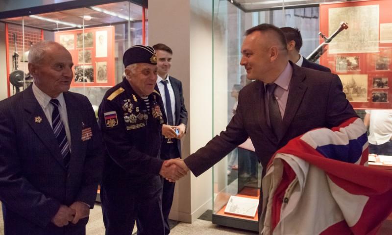 Музею Победы передан флаг британского крейсера «Белфаст»