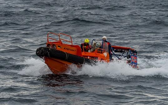 Североморцы и норвежцы отработали спасение людей на море