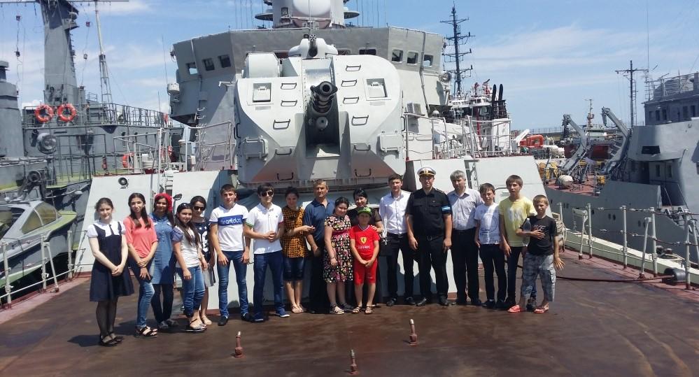 Школьники оценили боевую мощь Каспийской флотилии
