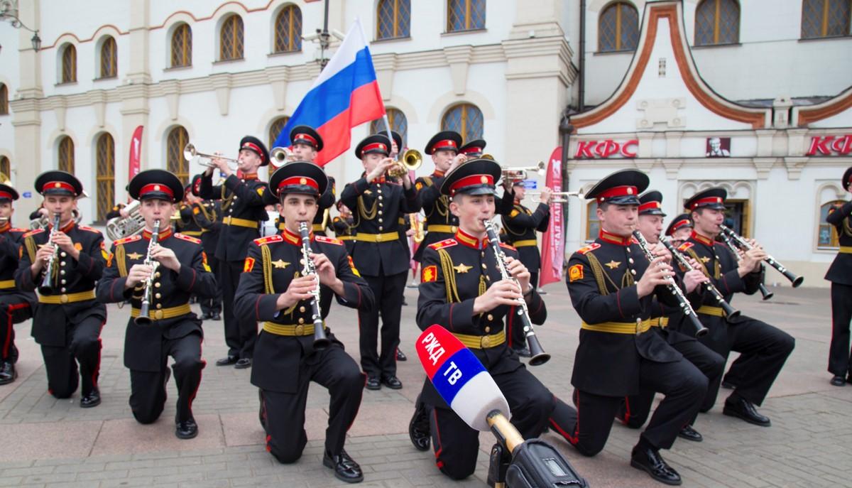 В центре Москвы выступил оркестр суворовцев