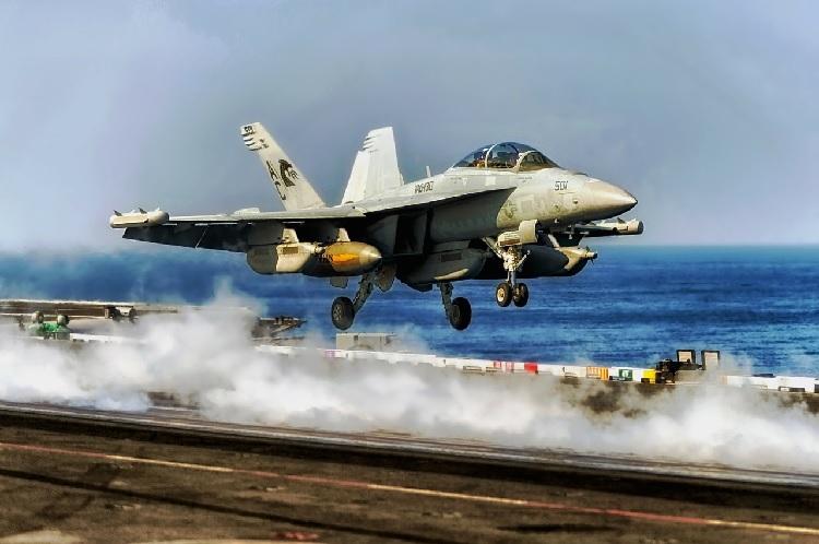 Китай угрожает американским кораблям и самолетам в Южно-Китайском море