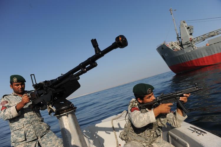 Тегеран готовит флотилию быстроходных катеров для захвата Ормузского пролива