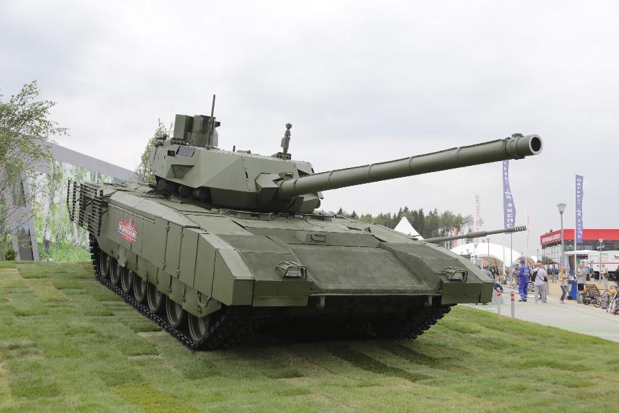 Дели может купить около двух тысяч танков «Армата»