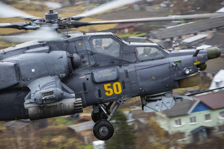 Экипажи армейской авиации выполнили полеты с боевым применением в сложных метеоусловиях