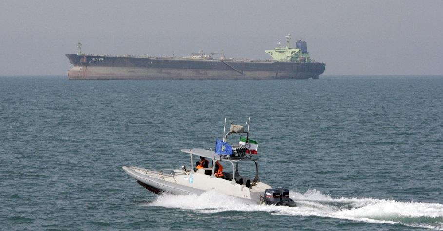 Тегеран угрожает закрыть Ормузский пролив