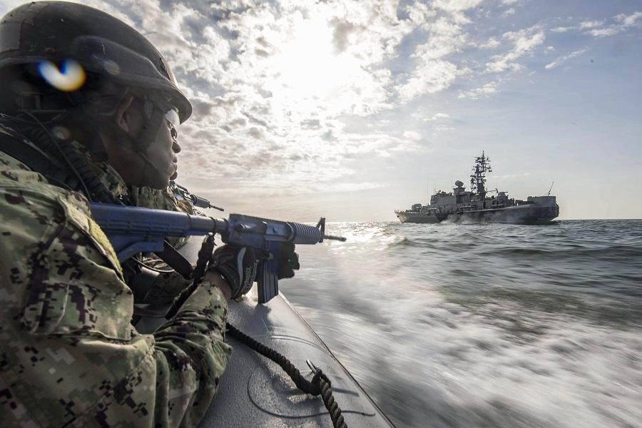 Чем закончится «морской бой» между Россией и НАТО в Черном море?