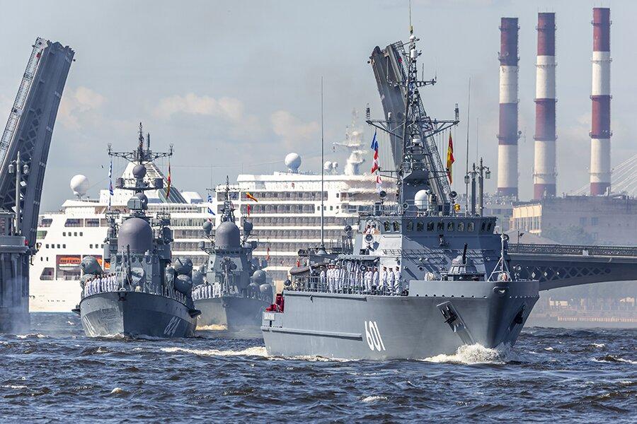 В Санкт-Петербурге прошла сводная репетиция парада ко Дню ВМФ