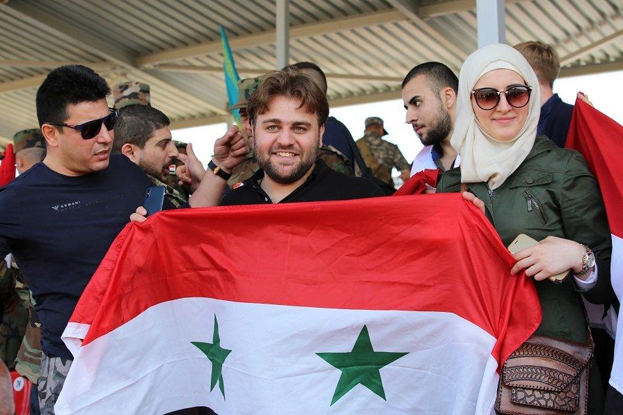 Сирийские болельщики на танковом биатлоне