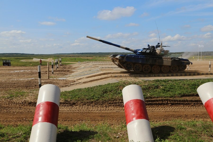 Ветераны Генштаба посмотрели «Танковый биатлон»
