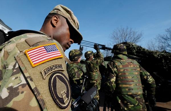 Зачем кормить свою армию, когда есть армия чужая: Польша намерена создать новую базу НАТО