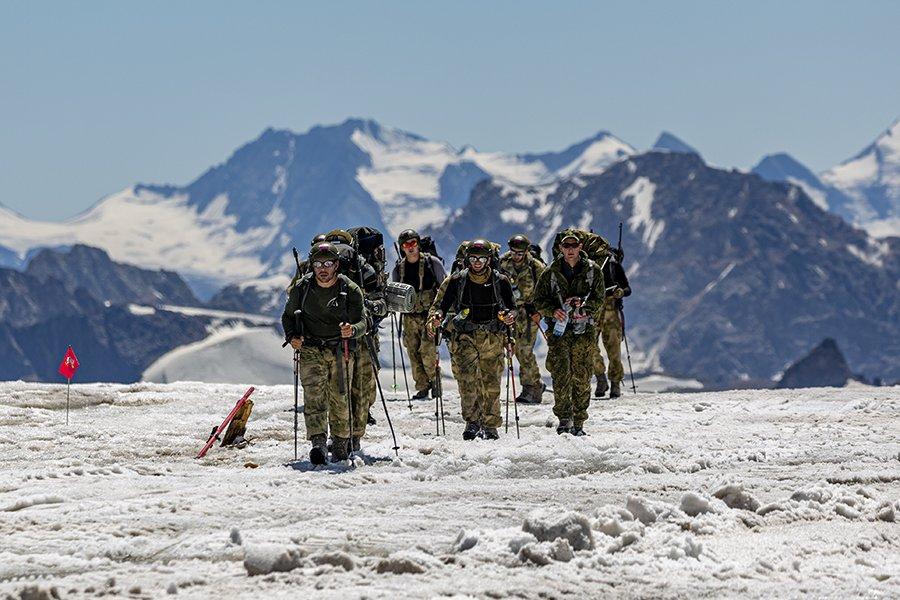 «Наши горы нам помогут»: российские военные победили в конкурсе «Эльбрусское кольцо»