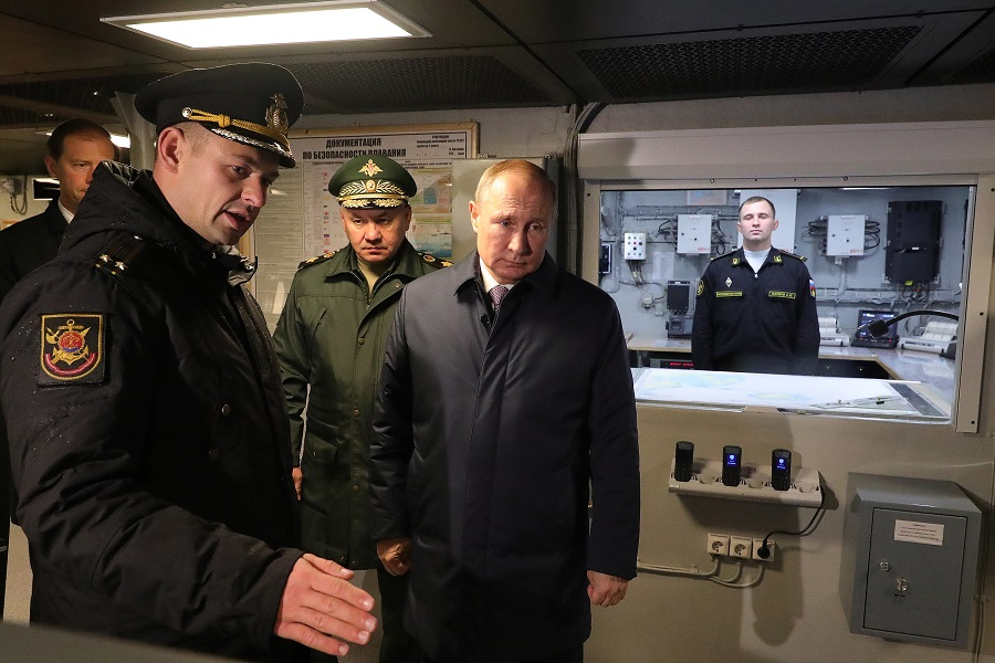 Президент России осмотрел строящийся корвет «Гремящий»