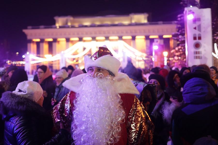 Дед Мороз поздравил защитников сибирского неба с Новым годом