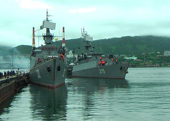 Корабельная ударная группа ТОФ вернулась в Камчатку из дальней морской зоны