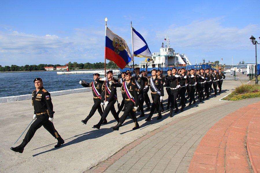 В Калининграде День ВМФ отметили Военно-морским парадом