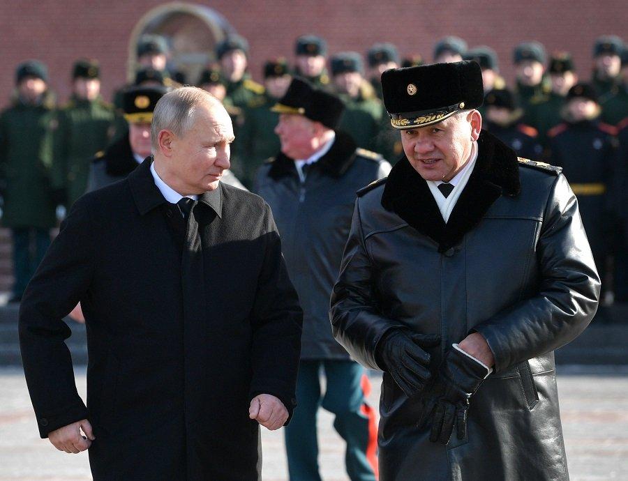 За тех, кто на боевом посту: в России отмечается День защитника Отечества