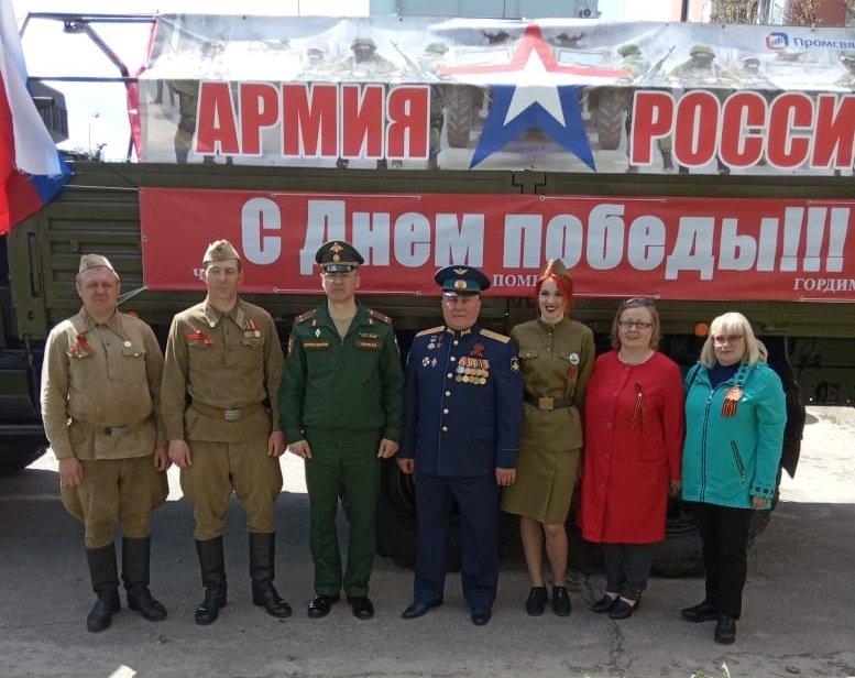 Курские зенитчики поздравили ветерана с Днем Победы