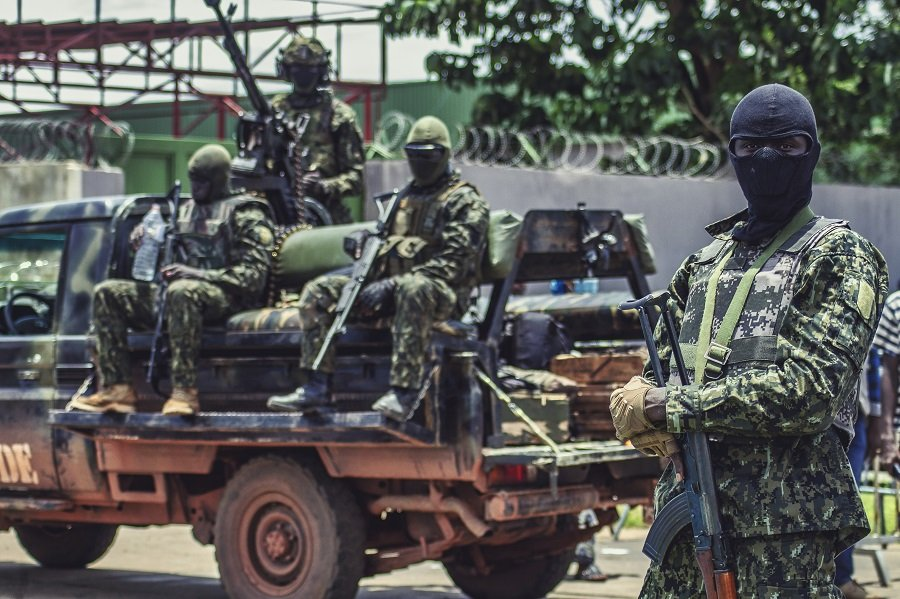 Военный переворот в Гвинее: президент Конде мог быть наказан за поворот в сторону Китая и панафриканизм
